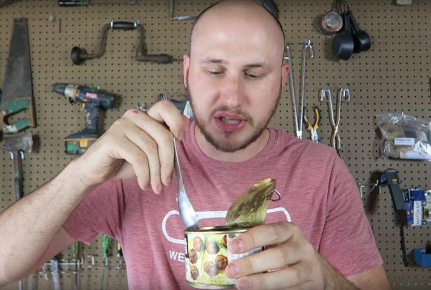 Crazy Russian Hacker proovib Eesti sõjaväe toidupakki.