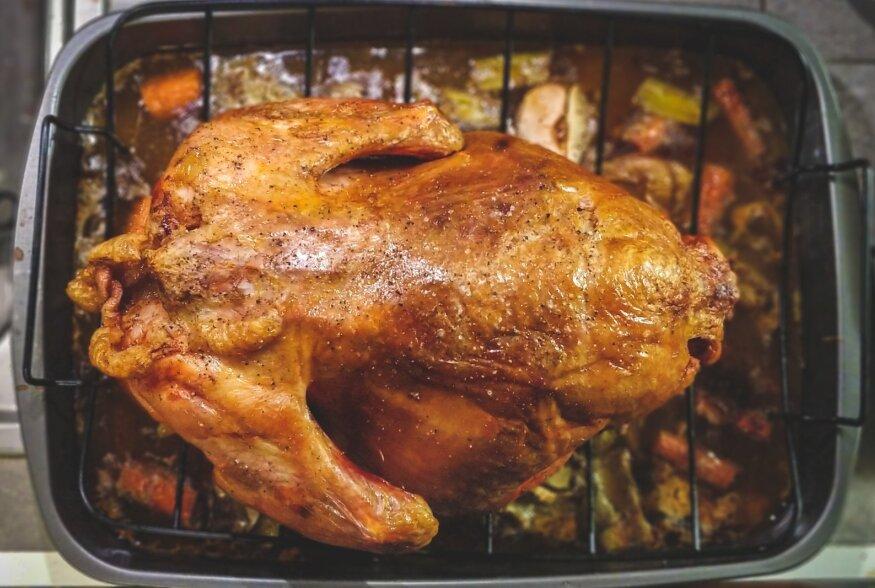 """Nipid õhtuse ahjukana küpsetamiseks: maitsesta korralikult, kana kuldpruuniks, lase enne söömist """"puhata"""""""