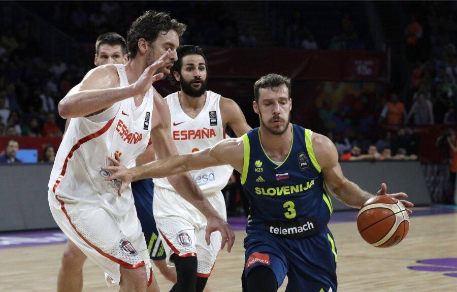 Сборная Словении одолела Испанию и впервый раз вистории вышла вфинал Евробаскета