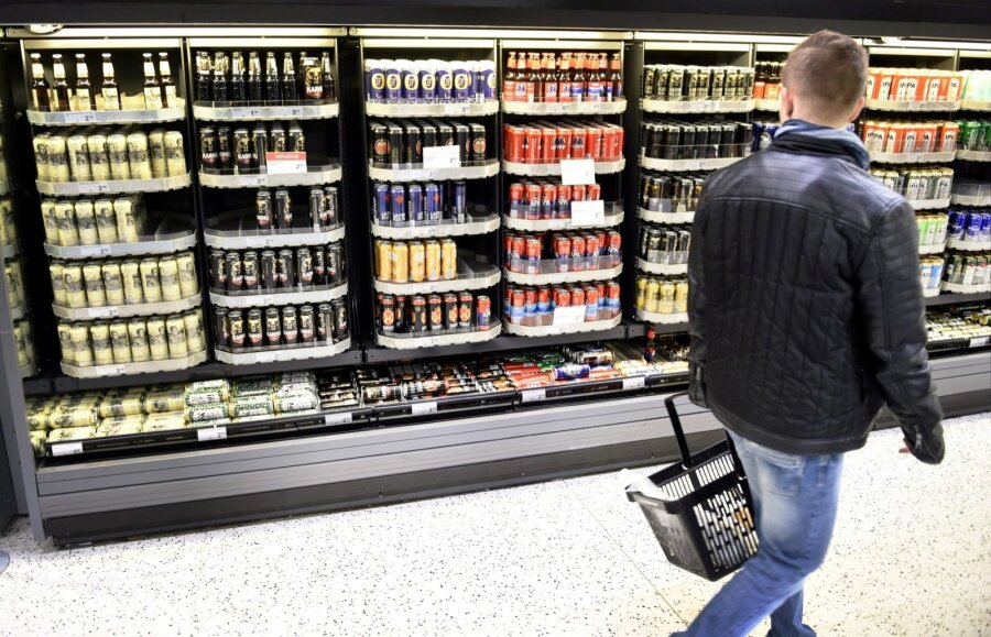 Жара вевропейских странах: вФинляндии сеть супермаркетов предложила людям переночевать впрохладе