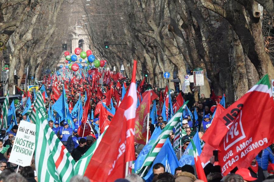 Сотни тыс. итальянцев вышли намассовую акцию протеста вРиме