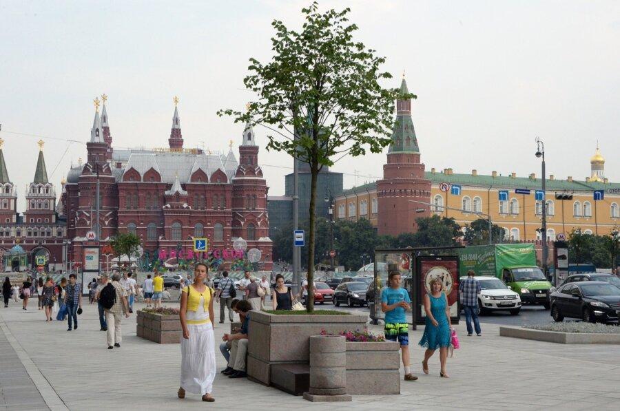 Опрос: Большинство россиян нехотят менять политику страны из-за санкций