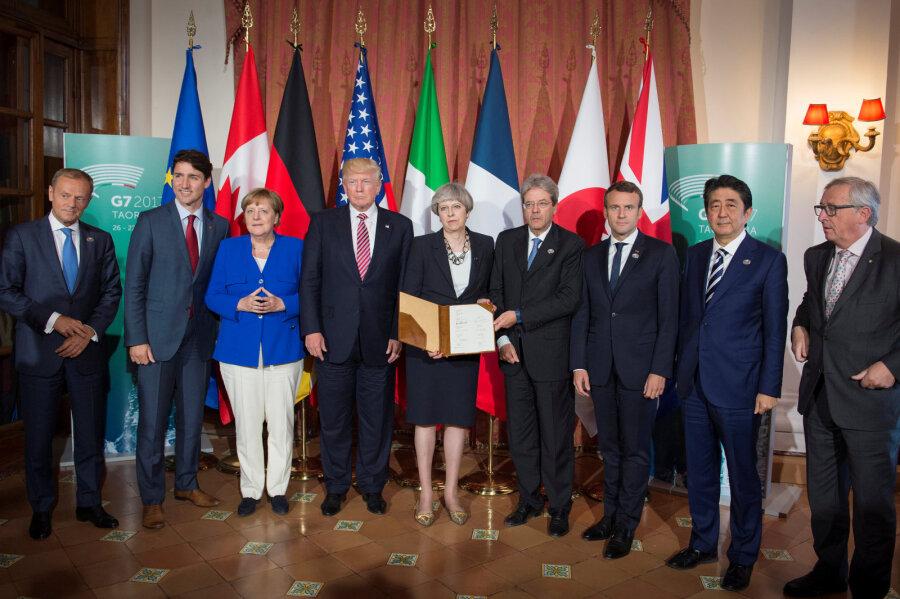 Наполях G7 Меркель поговорила сТрампом обУкраине
