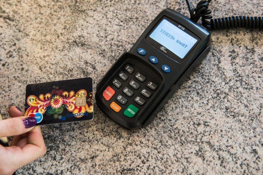 Впервый раз вистории мировой объем платежей банковскими картами превысил наличный расчет