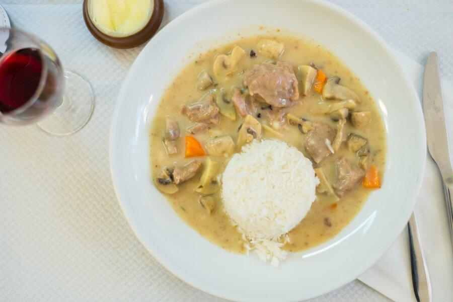 Traditsiooniline Prantsuse bistroo ei meenuta välimuselt millegagi seda, mis tavaliselt Pariisi restoranidele mõeldes silme ette kerkib. Küll aga maitselt.