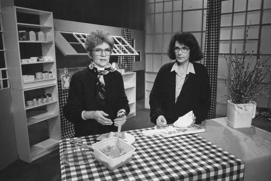 Vaata kööki! Eesti Martha Stewartina tuntud Lilian Kosenkranius (vasakul) vedamas koosMoidela Tõnissoniga kultuslikku saadet.