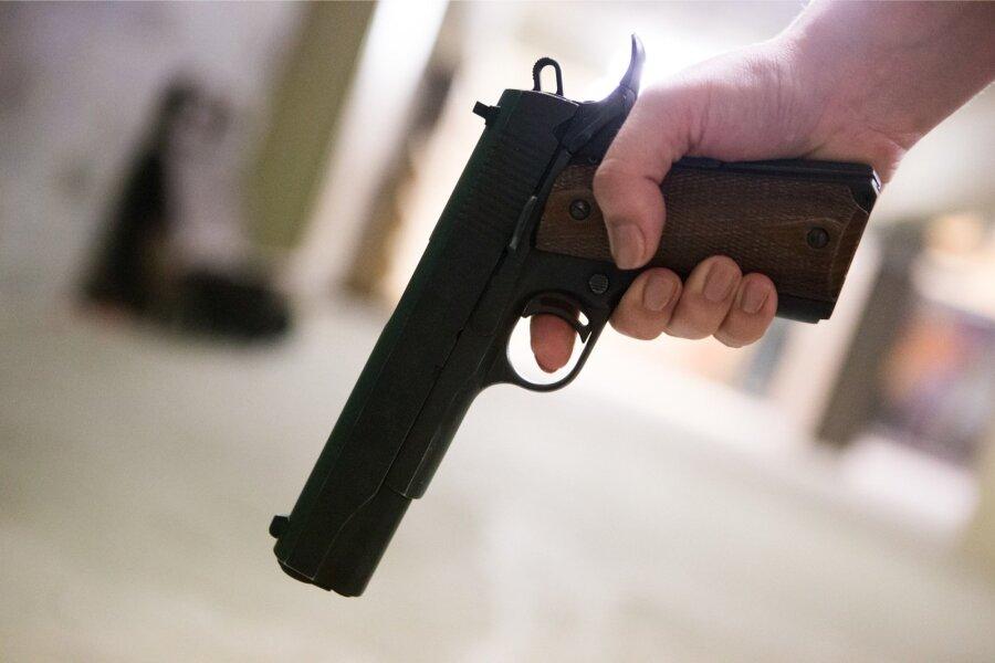 В РФ босс стрелял вподчиненного, потребовавшего заработную плату