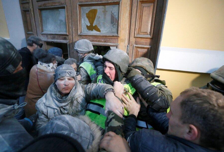 ВКиеве проходит марш заимпичмент Порошенко