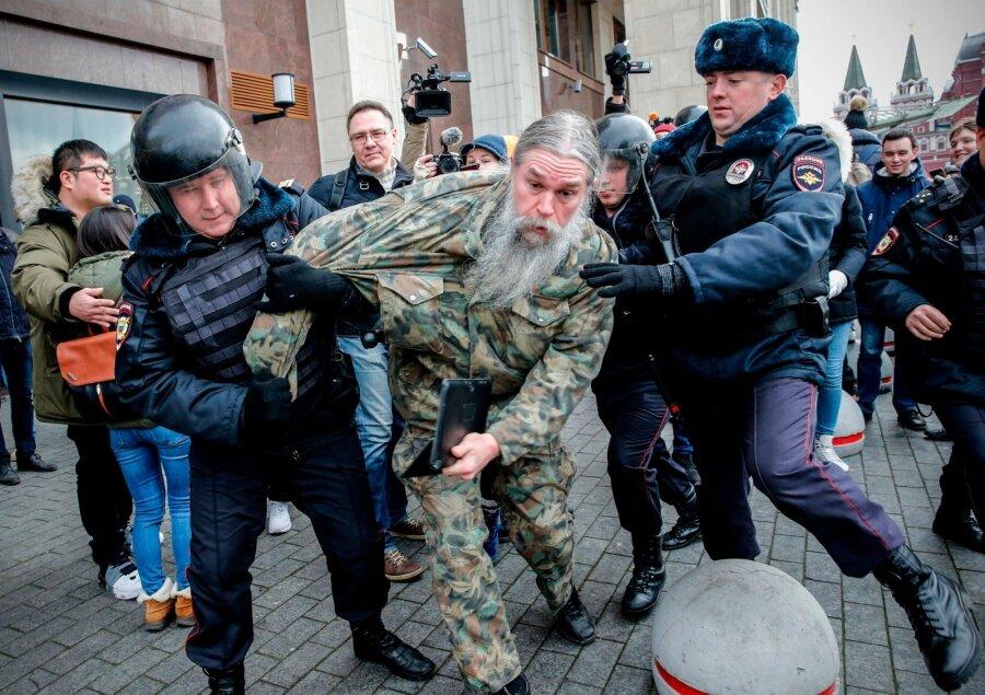 Вцентре столицы задержаны десятки приверженцев Мальцева