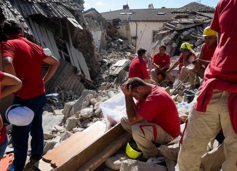 Землетрясение вИталии: повторные толчки разрушили дорогу в более пострадавший город