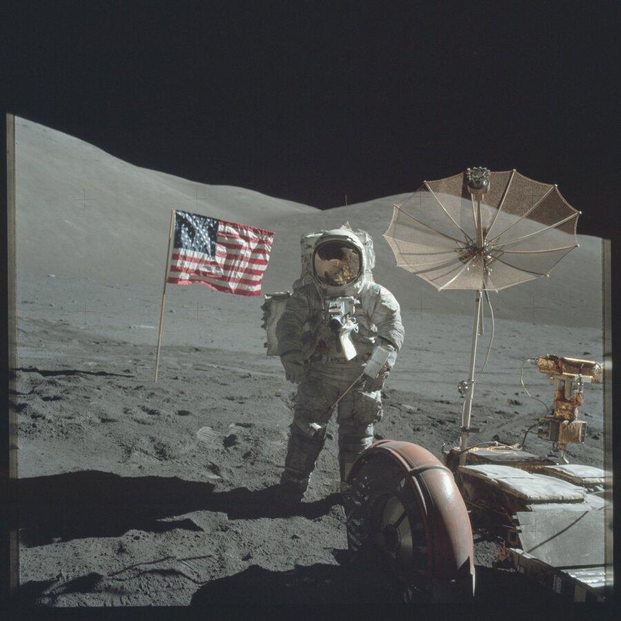 Космонавты показали северное сияние совместно исвечение планеты наодном снимке