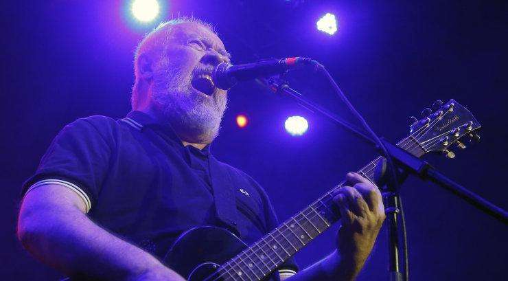 63-aastaselt suri Eestis elanud Pete Shelley, briti punkbändi Buzzcocks laulja