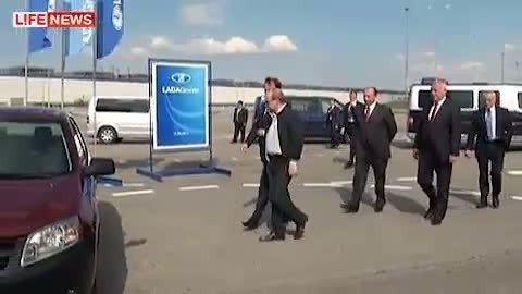 VIDEO: Putin ei saa ajakirjanike silme all oma Ladat käima