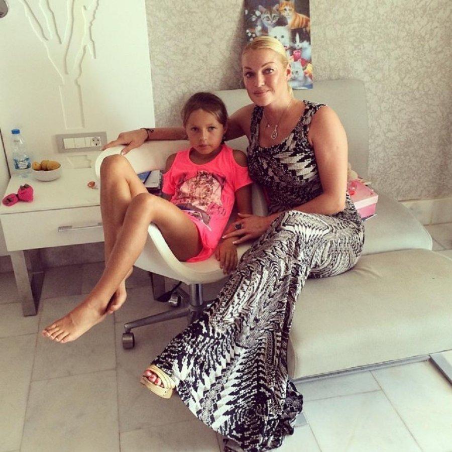 Картинки по запросу волочкова с дочкой