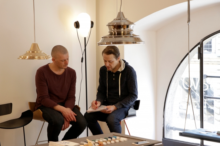 bbee8601729 Väljapanekud Milaanos ja Londonis on toimunud koostöös Disainiliidu  pikaaajalise partneri, Briti disainifirma Designersblockiga, kes lisaks  Eesti ...