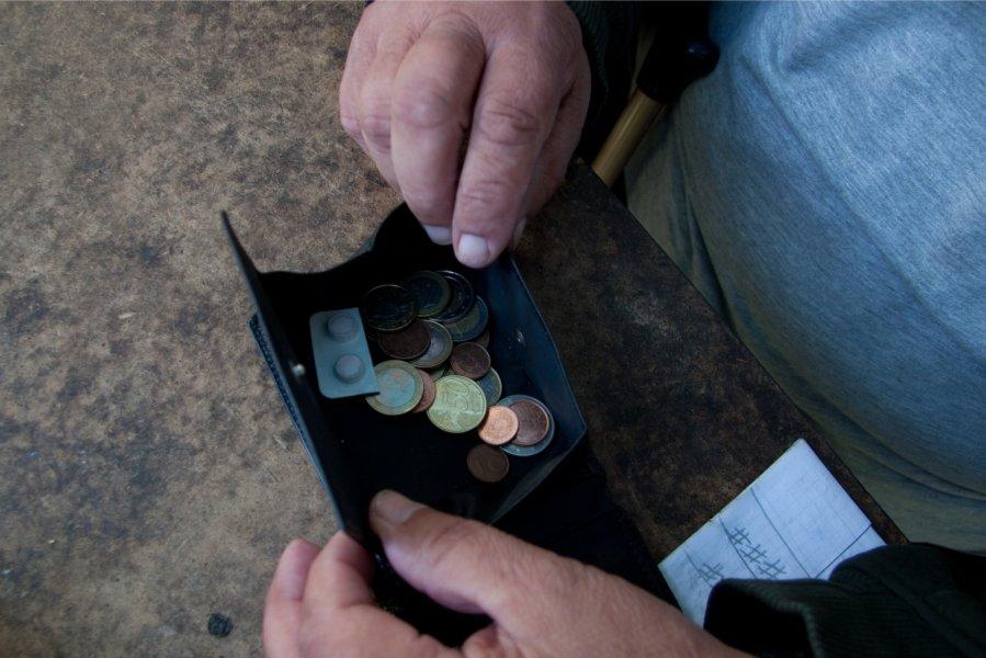 Одинокие пожилые люди вЭстонии получат пособие в115евро вгод